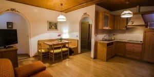 Open space soggiorno cucina presso Residence Hotel Capriolo